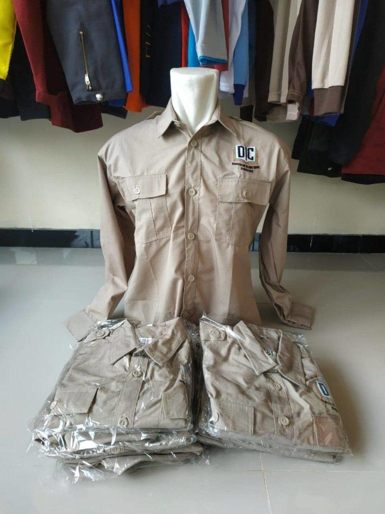 contoh baju seragam kerja lapangan
